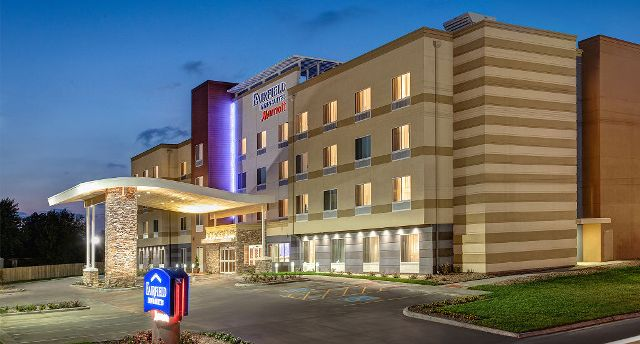 Fairfield Inn & Suites Fayetteville North (picture credit)